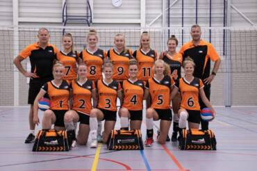Dynamo dames 1 klaar voor de competitie!